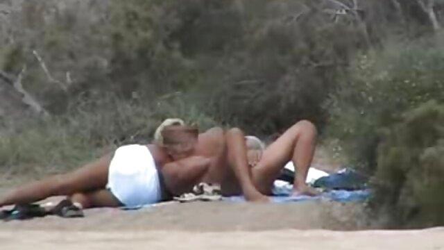 XXX nessuna registrazione  Due femmine mature in occhiali succhiare fallo e sono fatti di una massaggi xxx folla di uomini.