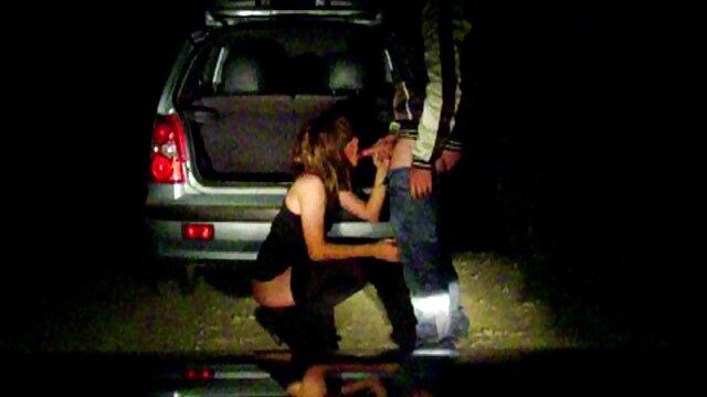 XXX nessuna registrazione  Masturbazione di una casalinga su una sedia nel massaggi porno film cortile