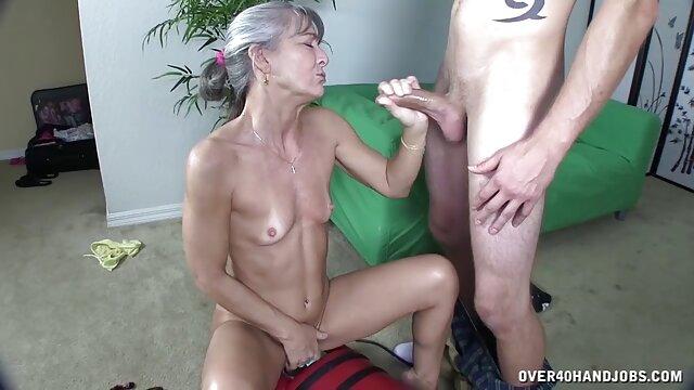 XXX nessuna registrazione  Cornea giovani lesbiche scopata con un incredibilmente caldo e depravato video porno gratis massaggi strapon.