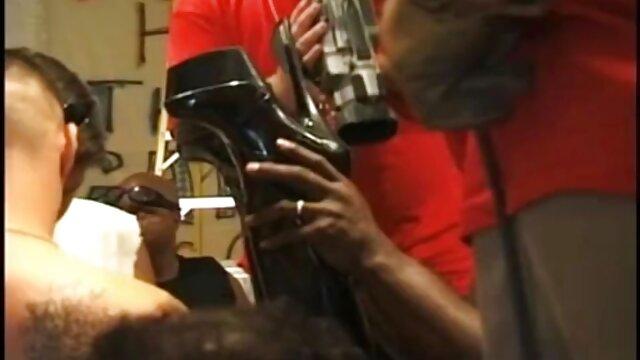 XXX nessuna registrazione  Uomini porno Modelli massaggio intimo video in il warehouse