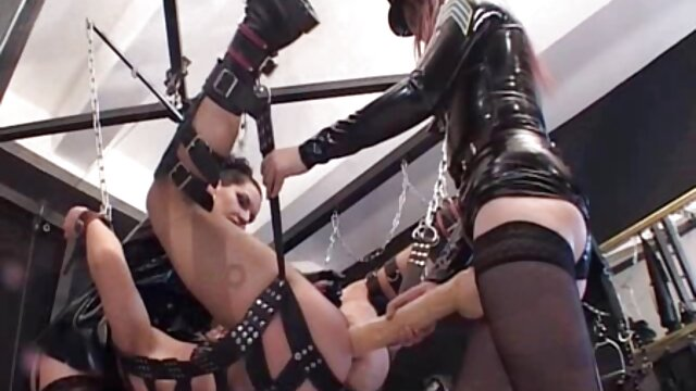 XXX nessuna registrazione  Una bella giovane donna video porno massaggi orientali infila un dildo nella sua figa perduta e lo consegna con lei.