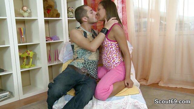 XXX nessuna registrazione  La giovane coppia massaggi porno orientali impostare la fotocamera e aveva una lotta di fronte a lei.