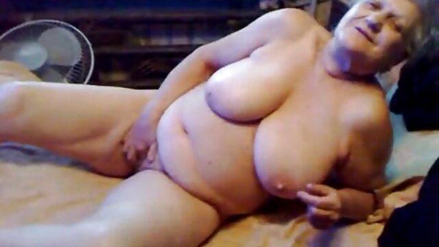 XXX nessuna registrazione  Splendida milf avendo sesso in stile youtube massaggi porno cane posa con un nuovo amante